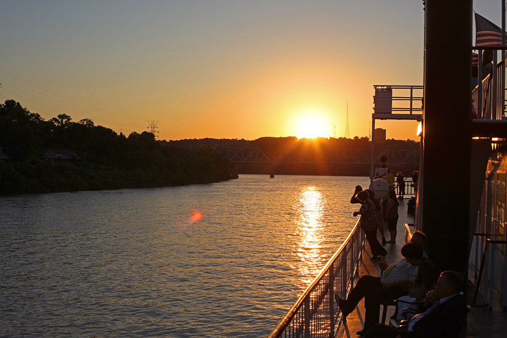 B&B Riverboat sunset