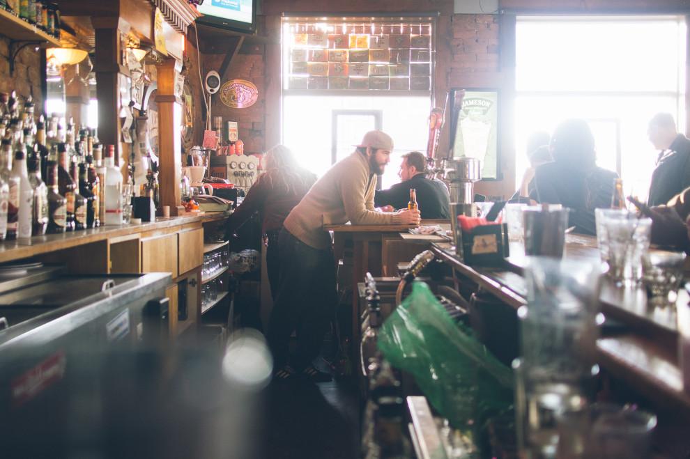 Grunden mans the bar