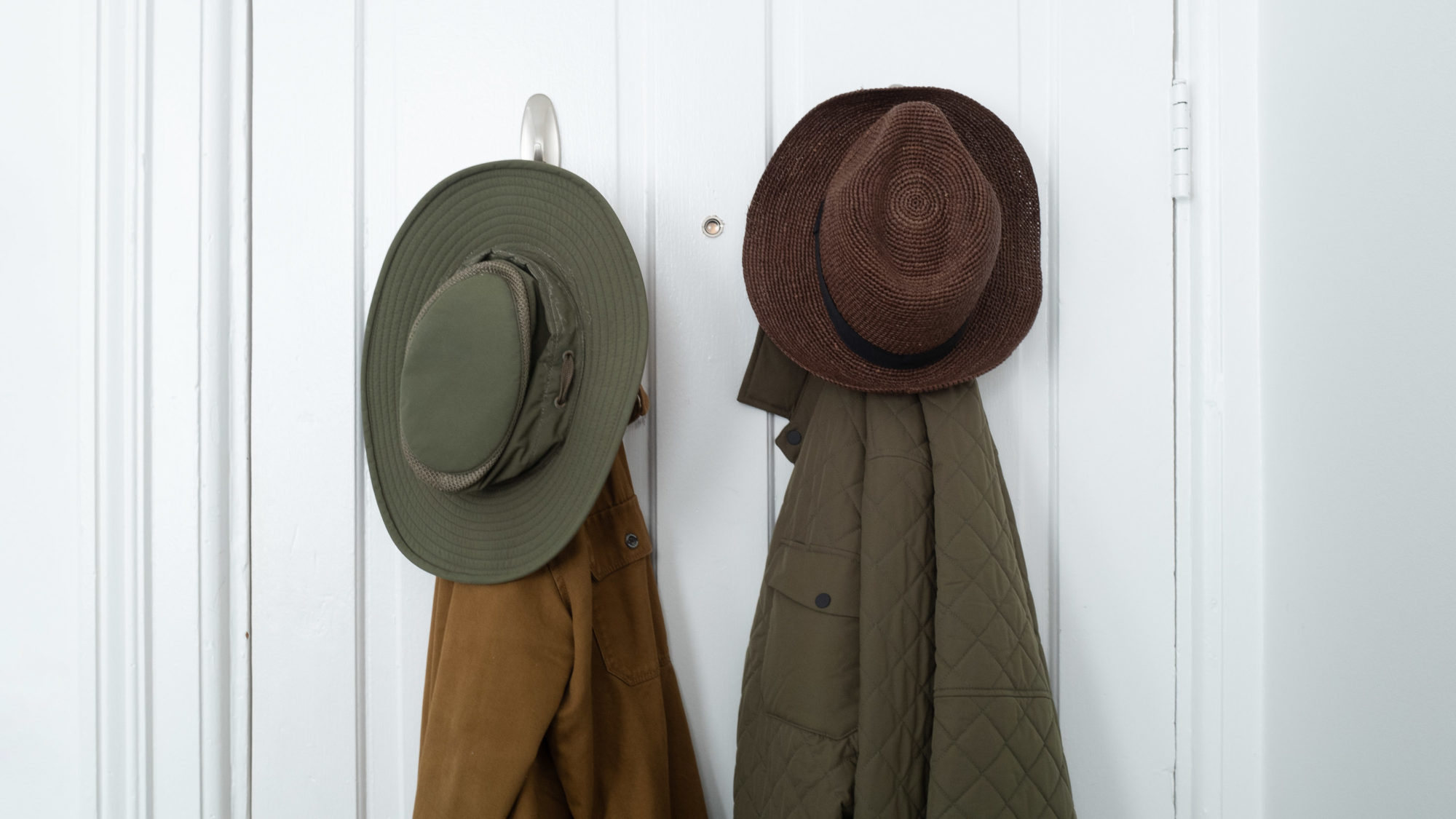 green hat, brown jacket, brown hat, green jacket