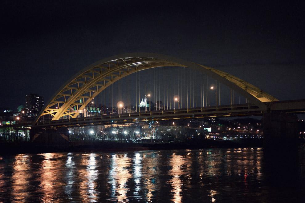 An arched bridge in Cincinnati at night