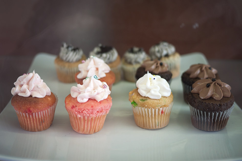 Cupcakes of various flavors and frosting
