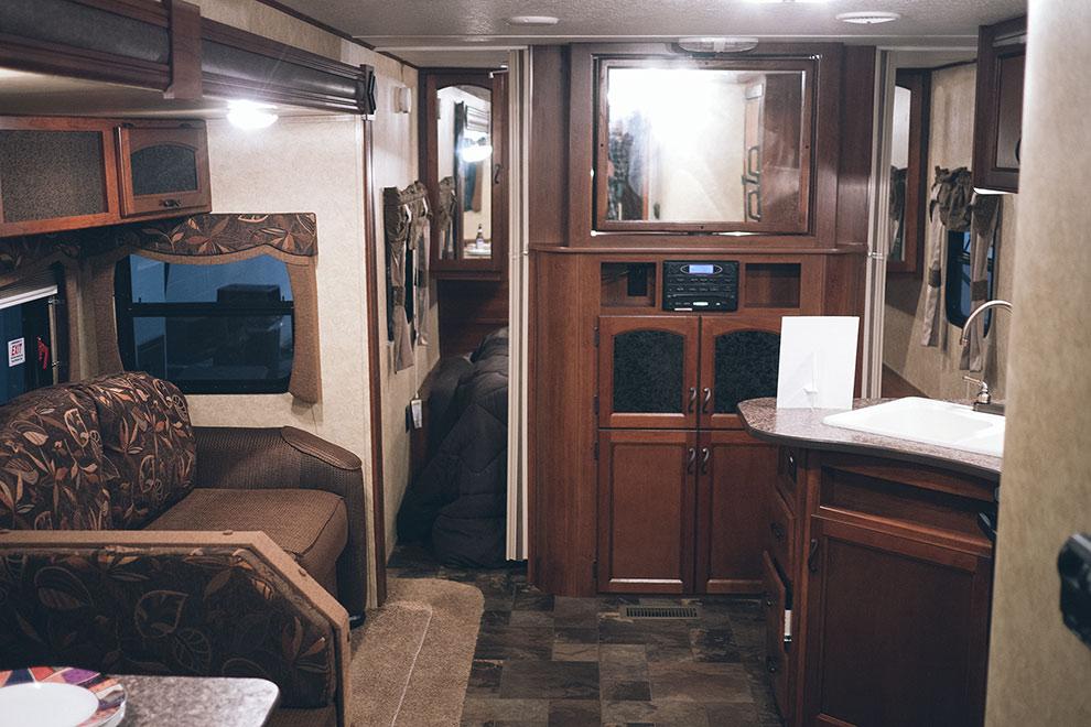 Fifth wheel, interior