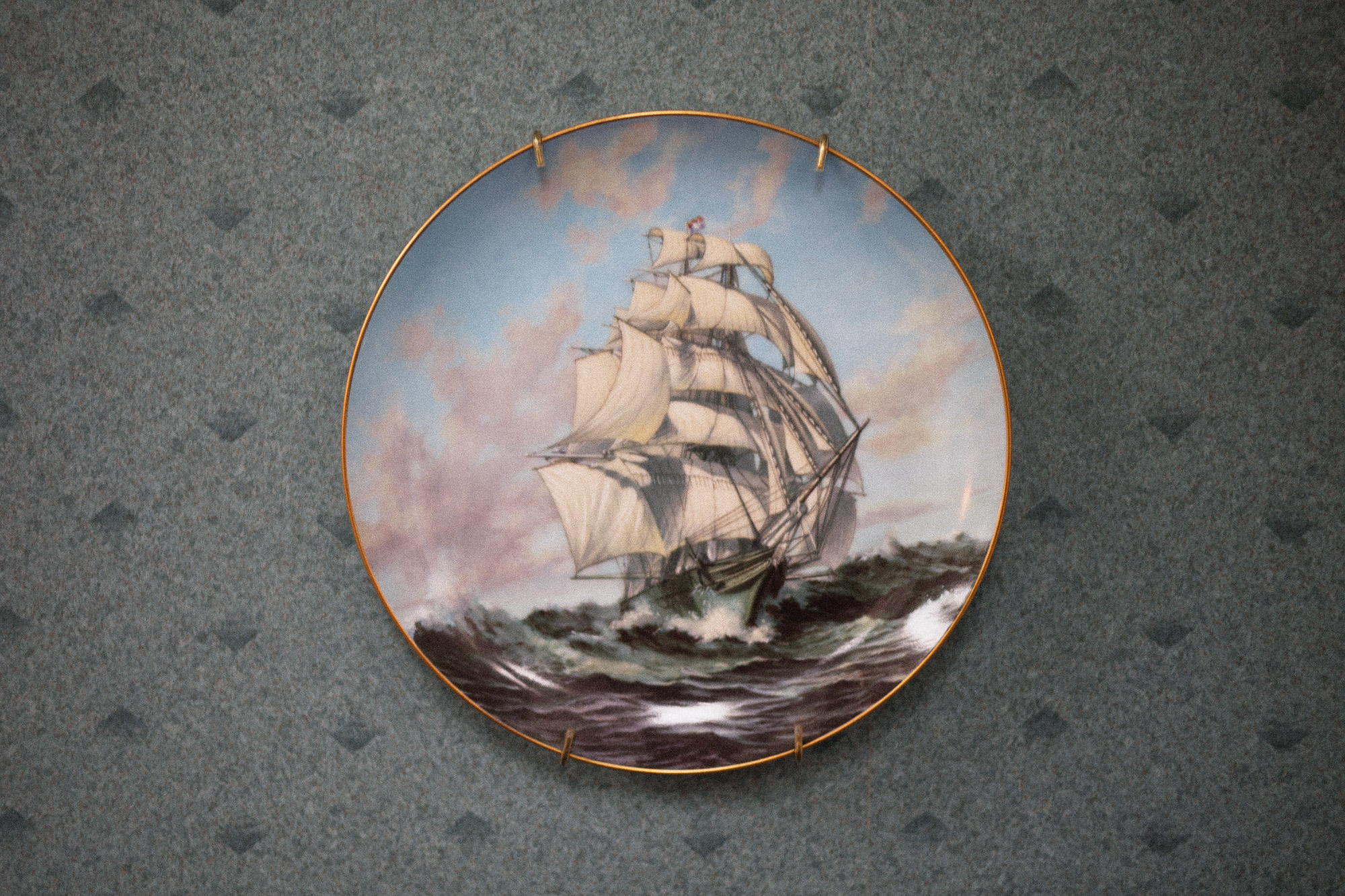 A plate with a ship on it