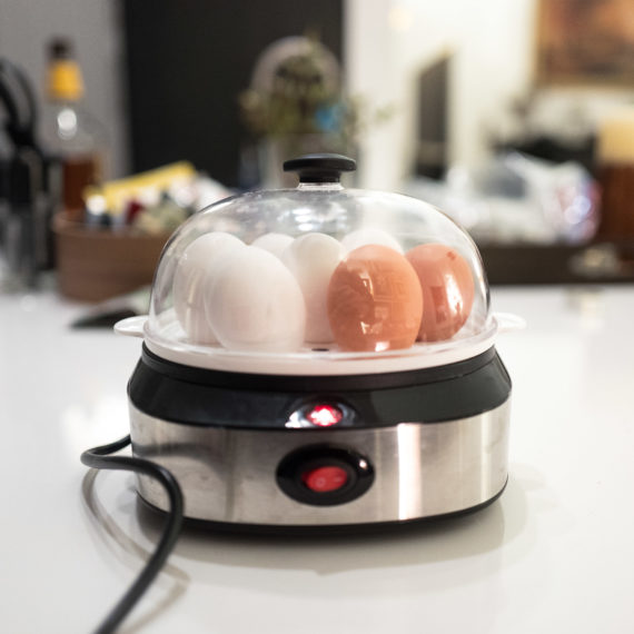 An electric egg cooker