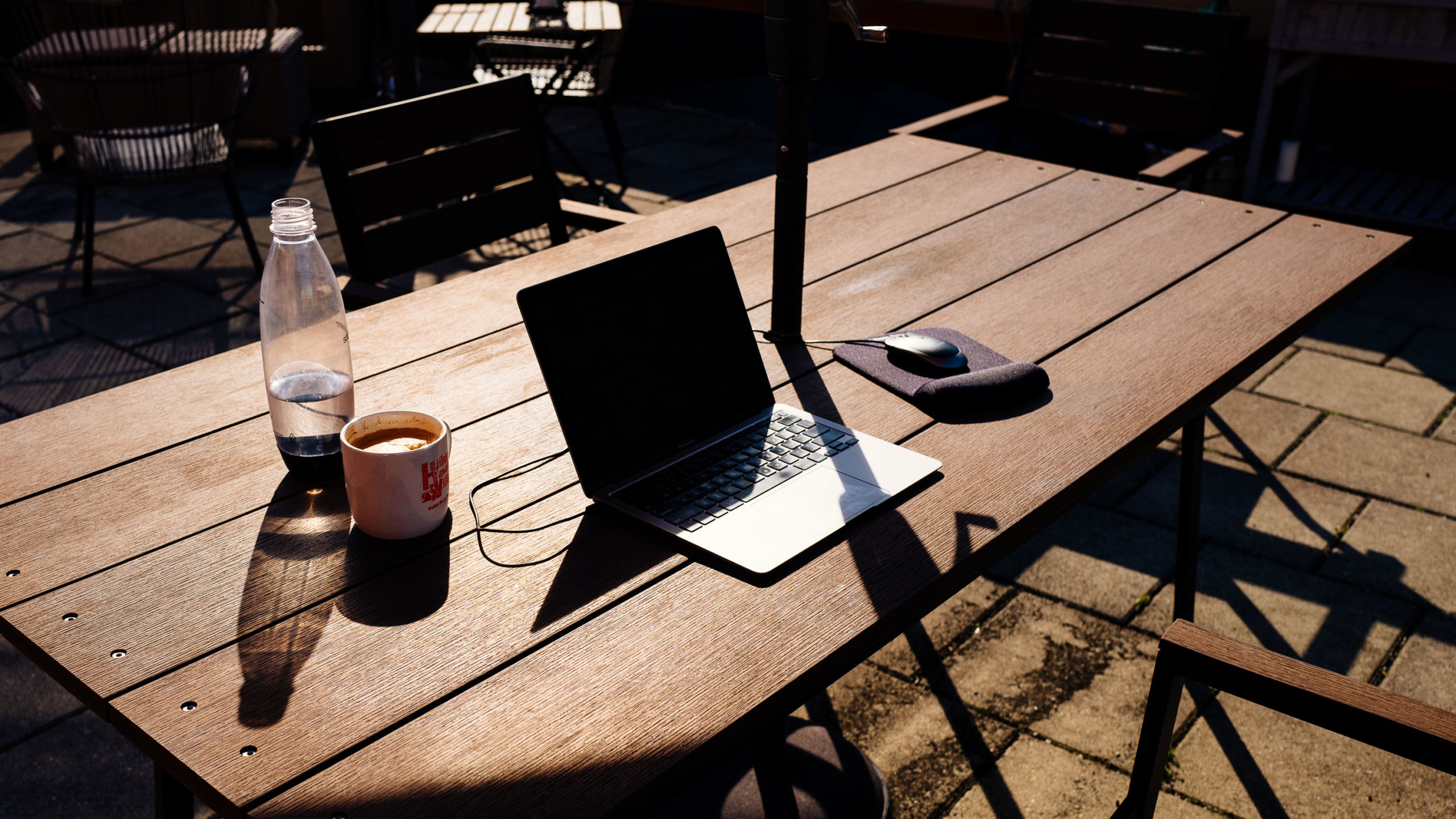 A laptop and coffee in the sun